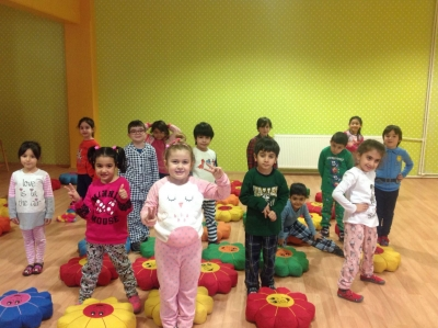 ANA SINIFI ÖĞRENCİLERİMİZ PİJAMA PARTİSİNDE (KINDERGARTEN STUDENTS ARE IN THE PAJAMAS PARTY)