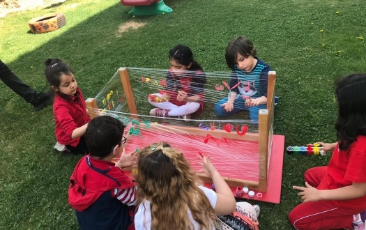 ANA SINIFI SANAT ÇALIŞMASI (KINDERGARTEN STUDENTS ARE DOING ART ACTIVITY)