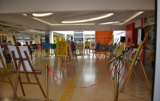 TED MALATYA KOLEJİ ANA SINIFI  ÖĞRENCİLERİNİN TUVAL SERGİSİ HEYECANI (Kindergarten students were so excited in the canvas exhibition.)